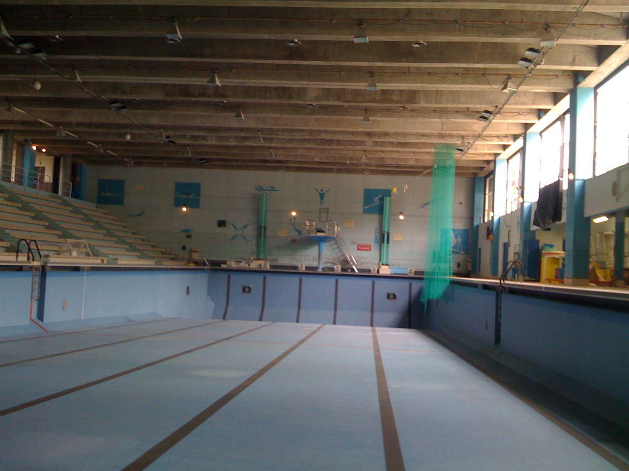 Piscine brossolette vide jf le helloco for Brossolette piscine